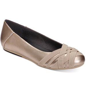 NEW Women's Spin Cycle Slip-On Flats Soft Gold